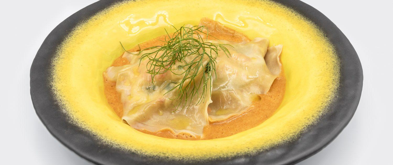 Raviole de homards et épinards, sauce Armoricaine